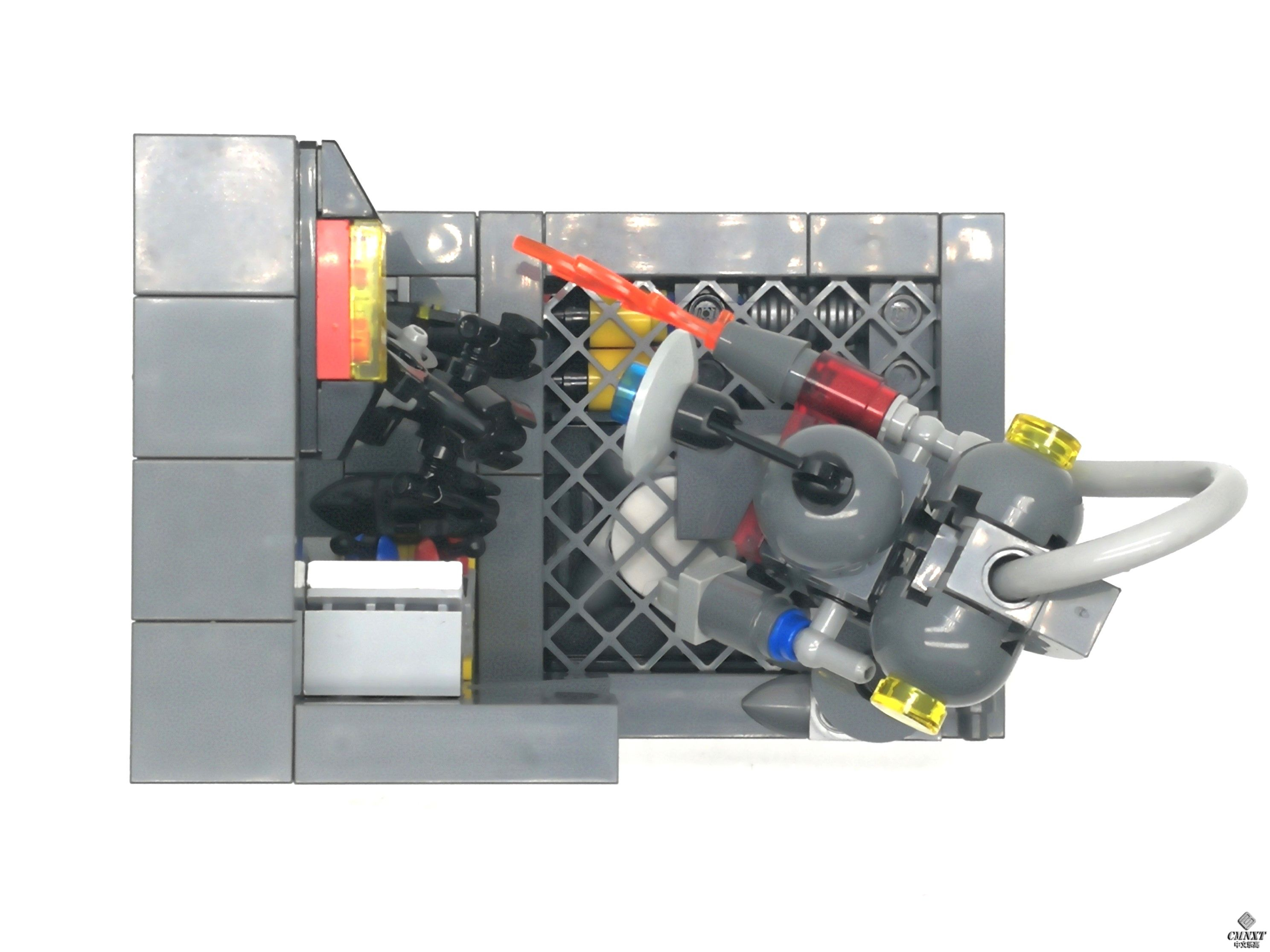 MOC - Clean out the Aliens 05 a.jpg